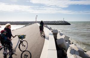 Fietsen naar de kust, het Brugse ommeland of Zeeuws-Vlaanderen vanuit de B&B in Maldegem